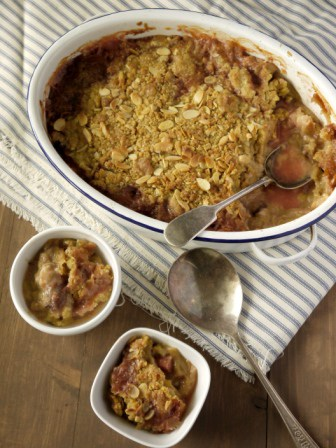 Rhubarb Stawberry and Almond Crumble