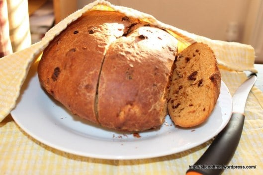 Ultimate List of Home Made Food Gifts - Sundried Tomato and chilli spiced bread