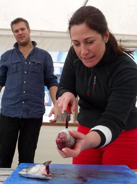 Cleaning mackerel
