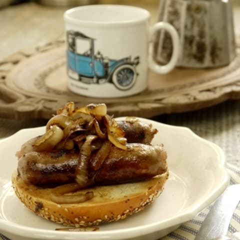 Sausage and Caramelised Onion Bagel ~ Weekend Breakfast | The Hedgecombers