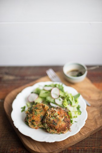 Easy Peasy Crab Cakes | The Hedgecombers