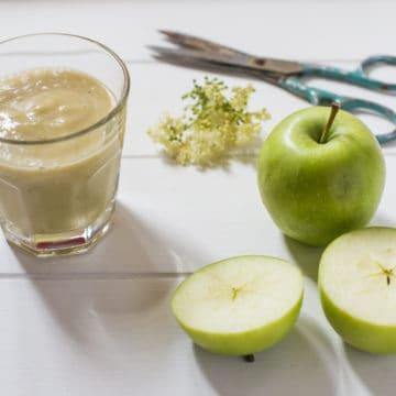 Apple and Elderflower Smoothie