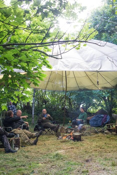 bushcraft meet in the woods eating Spicy n'duja meatballs