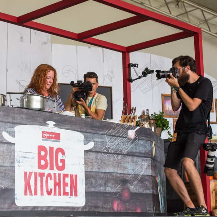 Jane Sarchet cooking on stage to win the Neff Cookaholic Championship